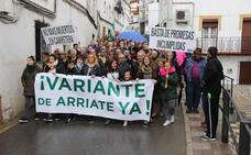 Cerca de 400 vecinos piden a la Junta que termine la variante de Arriate