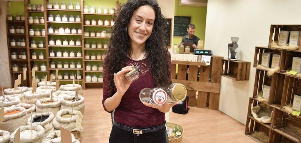 Zero Waste: la lucha sin tregua de Esther y otros malagueños contra el plástico y envases de un solo uso