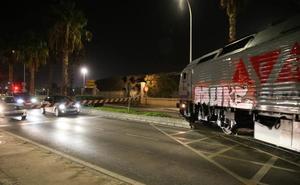 Un tren con contenedores viaja por primera desde el Puerto de Málaga hasta Madrid