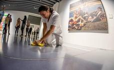 Limpieza feminista en el Pompidou de Málaga