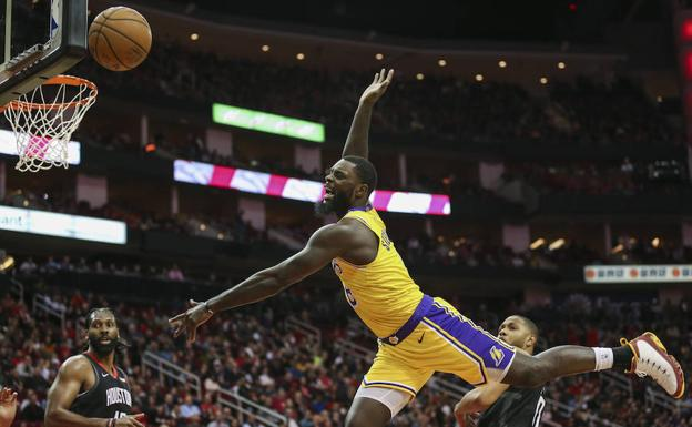 El jugado de Los Angeles Lakers Lance Stephenson en acción./Reuters