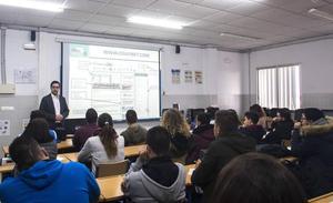 Unicaja acerca la educación financiera a alumnos de Ciclos Formativos de Grado Superior