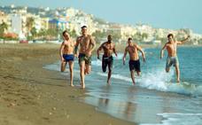Estos son los protagonistas y los 'strippers' de la serie 'Toy Boy' que se rueda en Málaga