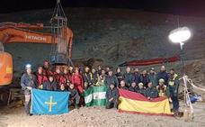 Los mineros abandonan Totalán tras concluir el rescate de Julen