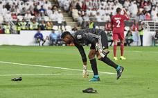 Lluvia de zapatos tras caer Emiratos Árabes en la Copa de Asia