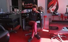 «Le metería la tijera a Puigdemont y a Pablo Iglesias, que estaría muy guapo con el pelo corto»