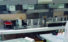 Los laboratorios del Clínico acumulan hasta 20 días de retraso en la realización de análisis, asegura Csif