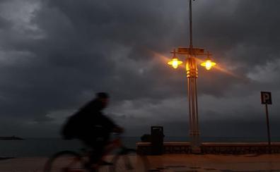 Málaga, en aviso por vientos de hasta 80 kilómetros por hora y olas de tres metros
