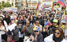 Cientos de personas se concentran en Málaga contra Maduro