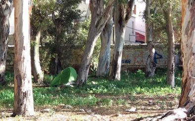 La Policía Local desaloja a los okupas del antiguo camping de los Baños del Carmen