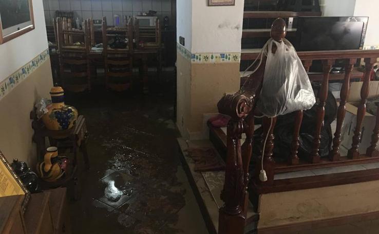 La rotura de la tubería del pantano de La Viñuela inunda la pedanía veleña de El Trapiche