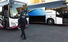 La Policía Local de Rincón de la Victoria realiza una campaña especial de control del transporte escolar