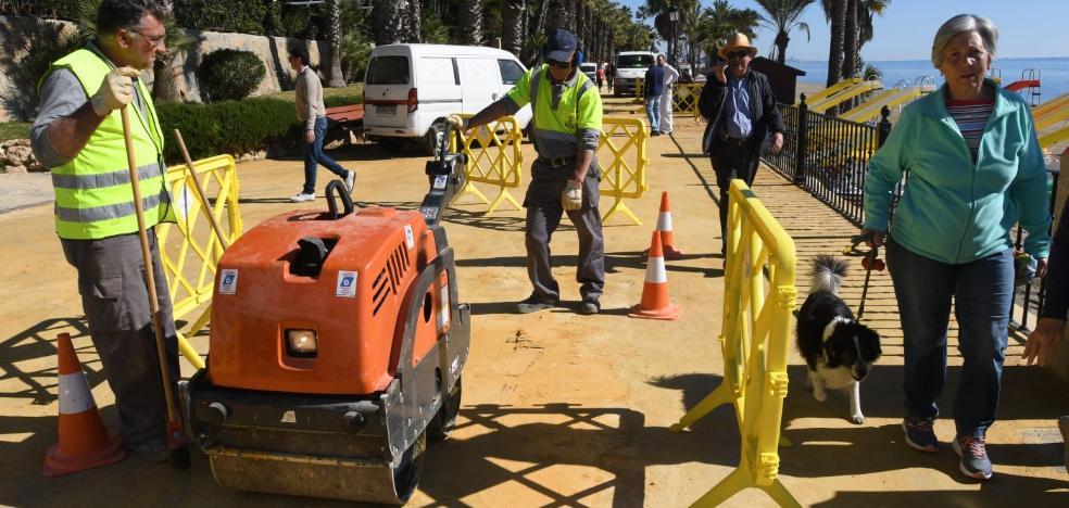 El Ayuntamiento activa un plan de embellecimiento para el paseo marítimo