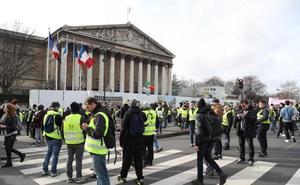 Un manifestante pierde una mano durante una protesta en París de los «chalecos amarillos»