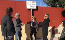 IU recoge firmas para abrir las pistas deportivas de El Pinillo