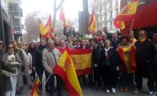 Centenares de malagueños participan en la concentración de Madrid para exigir elecciones a Pedro Sánchez