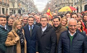 Juanma Moreno: «Este es un grito a favor de España y de Cataluña»