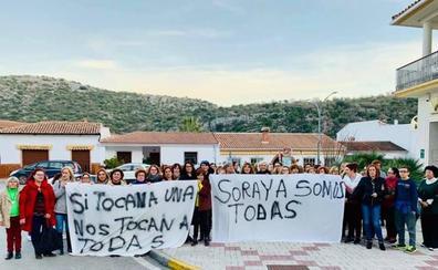 Mujeres de Benaoján muestran su apoyo a la alcaldesa tras los insultos recibidos