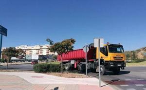 Paso de camiones continuo en Teatinos