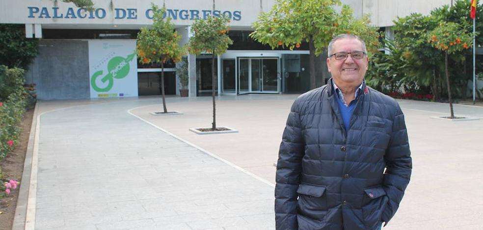 Juan Vallejo: «Sería una locura que volvieran a pasar coches por el centro de Torremolinos»