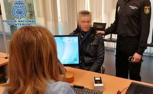 Va a renovarse el DNI en Logroño y acaba detenido por tres robos violentos en Málaga