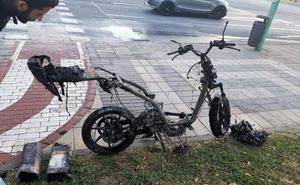 Se incendia en marcha una motocicleta eléctrica de alquiler en Teatinos