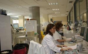 Csif denuncia demoras en los análisis del Hospital Clínico por la falta de profesionales