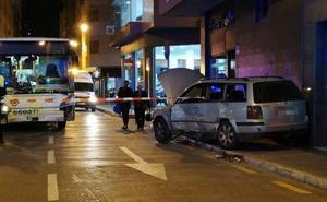 Cinco personas heridas tras chocar un autobús de la EMT con un coche en Plaza de Toros Vieja