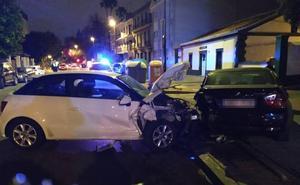Detenidos tras usar un coche que tenía las llaves dentro y empotrarlo contra otro aparcado