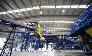 Comienza la actividad de la nueva planta de Antequera para el tratamiento y reciclaje de la basura de 91 municipios