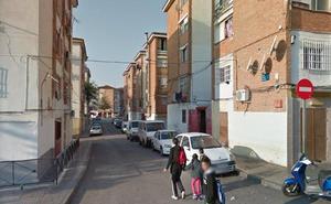 Desalojadas 13 viviendas y tres personas atendidas tras el incendio de un piso en Málaga capital