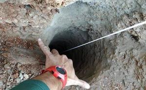 El ayudante del pocero declara que su jefe le dijo que tapó el pozo en el que cayó Julen, aunque él no lo vio