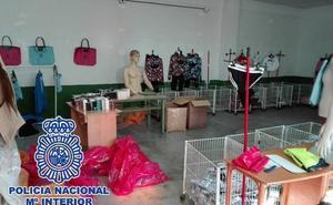 Intervienen cerca de 2.500 falsificaciones de calidad en un bazar clandestino de Málaga
