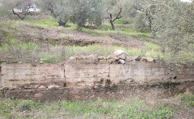 Descubren restos de dos antiguos poblados de época califal en la Axarquía