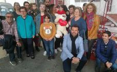 Nerja muestra su solidaridad con una familia de Almería