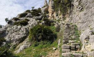 Rescatan a un escalador en Álora que se cayó de una altura de unos cinco metros