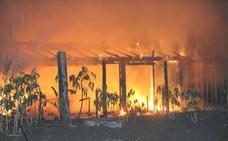 Gámez señala que los incendios en dos chiringuitos en Marbella no están relacionados, pero sí parecen intencionados