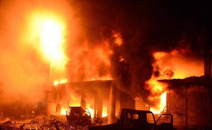 Así fue el incendio en Daca, Bangladés