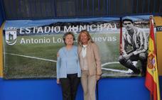 El Ayuntamiento homenajea al exfutbolista Antonio Lorenzo y da su nombre al Estadio