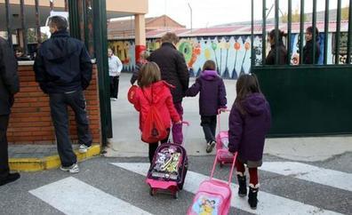Educación modifica el área de escolarización de una treintena de centros de Málaga
