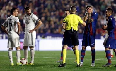 Iglesias Villanueva, sobre el penalti a Casemiro: «Es una decisión mía absolutamente»