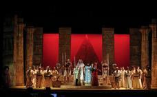 'Aida' en el Cervantes, una producción faraónica