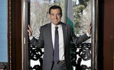 Juanma Moreno: «La gente te mira con ese deseo de que transformes la realidad de Andalucía»