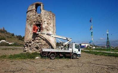 Vélez inicia los trabajos para recuperar y restaurar una decena de torres vigía