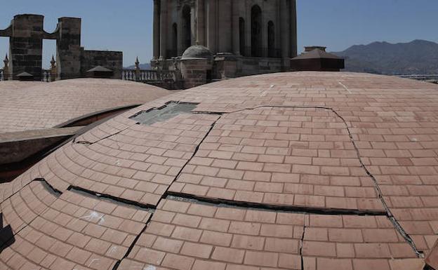 Bendodo ordena a Cultura que aborde la finalización de las obras de la Catedral de Málaga