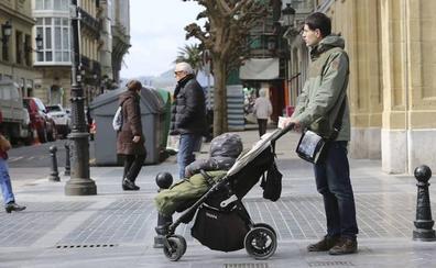 La entrada en vigor del decreto ley que amplía el permiso de paternidad se retrasa hasta el 8-M