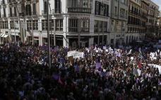 Miles de personas se anticipan a la gran manifestación del 8M de esta tarde en Málaga