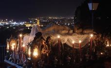 El Monte Calvario congrega a cientos de personas en su vía crucis de antorchas