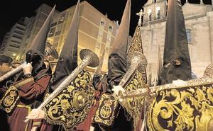 Las cofradías del Jueves Santo barajan un plan para encajar el cambio de recorrido de la Misericordia