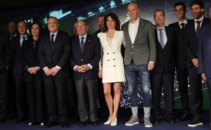 Zidane sorprende con sus vaqueros en su presentación como técnico del Real Madrid